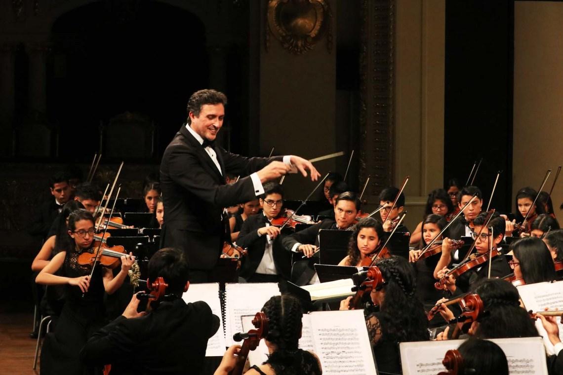 Sinfonía por el Perú.jpg